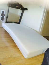 Excellent conditions single mattress with cover