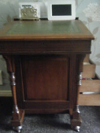 4 drawer davenport with inlaid leather writing surface.