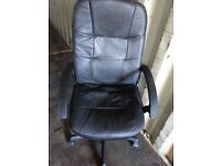 BLACK LEATHER COMPUTER CHAIR.