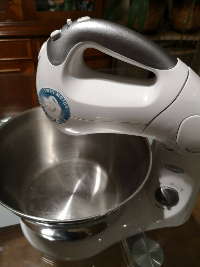 Breville Twin Hand And Stand Mixer In High Wycombe