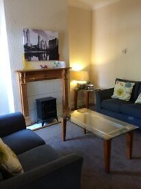 Double Room in Extremely Convenient House Share for Young Professionals in Bearwood