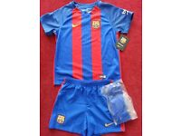 Original Kids FC Barcelona Home kit (5-6 yrs), includes shirt, shorts and a pair of socks.