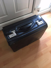 Black Leather Pilot Case, Twin Combination Lock, Multiple Compartments/Pockets, Excellent Condition