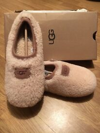Woman's Ugg Slippers in Natural