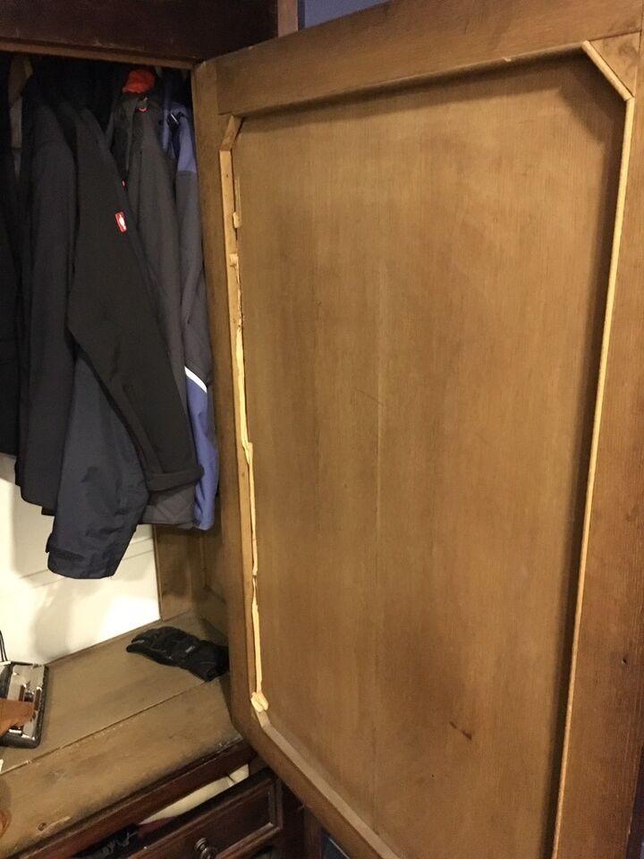 Antik Garderobenschrank Kleiderschrank Schrank gut erhalten Retro in Rabenholz