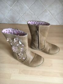 Young Dimension girls boots size 8