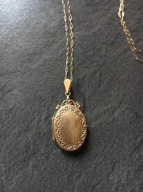 """9 Carat Gold locket in 18"""" chain"""