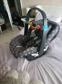 Mamas n papas car seat