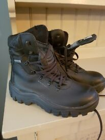 Mens/womans black leather safety boots