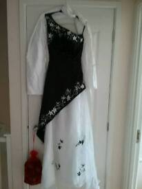 New gorgeous prom/bridesmaid dress want gone