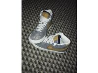 SIZE 4 NIKE TRAINER BOOTS