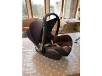 Maxi Cosi Cabriofix infant car seat and raincover