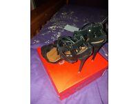 Selling black stunning heels