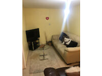 Beautiful Mini one bed ground floor flat in Newbury park (All Inslulive)