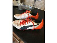 Men's size 8 Puma rugby boots