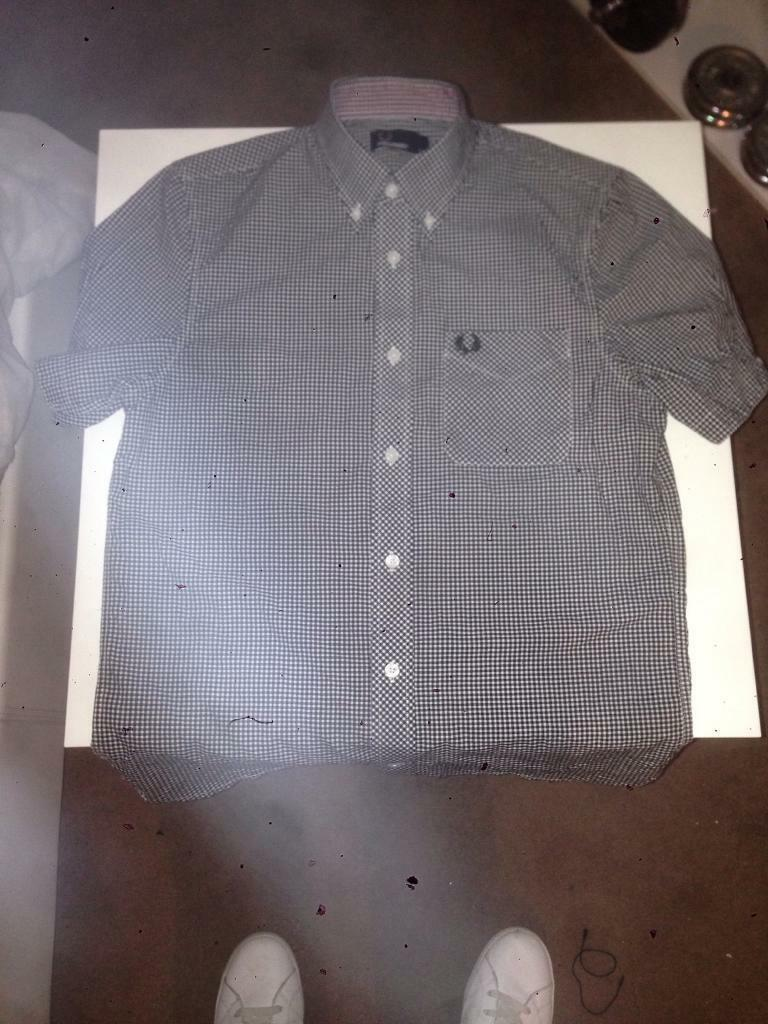Fred perry men's shirt small
