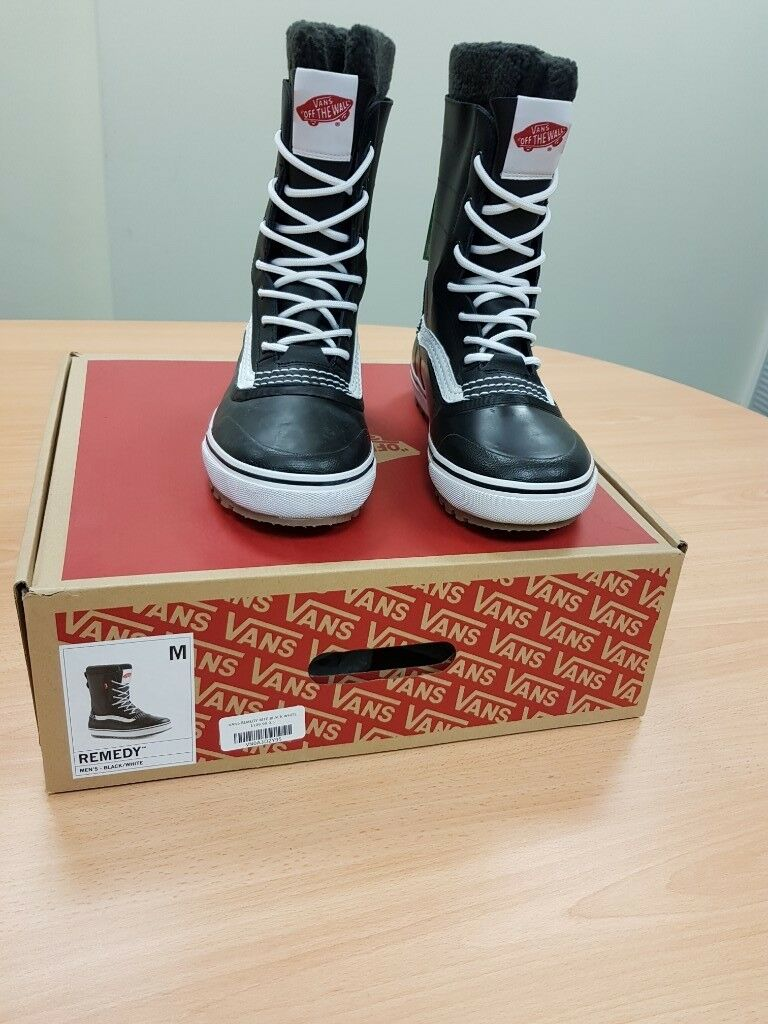 8fdcde216e9 Vans Remedy Snow Boots UK 8.5 (US 9.5) Black - Brand New.