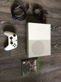 XBOX ONE S 500GB WITH 1 PAD