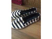 Oasis shoes new size 6.5