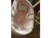 Moses baskets For £25