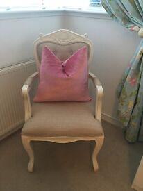 2 luxurious Laura Ashley cushions get a bargin