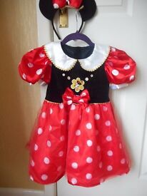 Minnie Mouse Dressing up