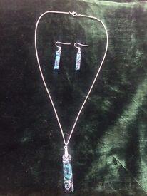 Jewellery set.