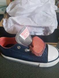 Infant size 9 girls converse