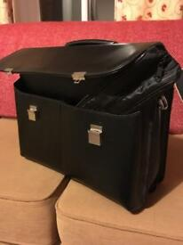 Dicota 15-17 inch executive leather case