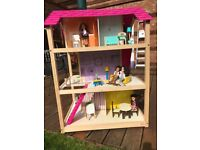 Double Sided Large Kidkraft So Chic Wooden Dolls House with furniture & dolls