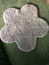 Lilac flower shaped rug