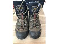 Asolo Fugitive Walking/Hiking Boots size 8