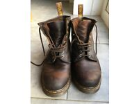 Dr Martins size 9 Mens Brown Boots - Classic 8 eyelet 1460 style.
