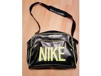 Nike massenger bag