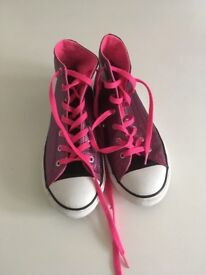 Converse all stars size 5 like new