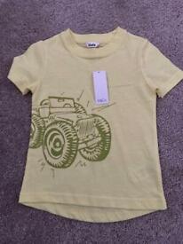 T shirt size 18-24 NEW