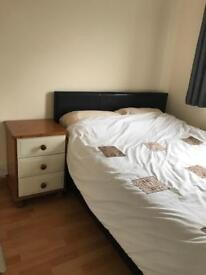 Clean and tidy small room with double bed (short let)