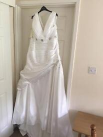 Beautiful unworn wedding dress