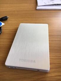 Toshiba stor.e ALU 2s 500gb portable hard drive