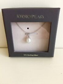 Brand new Bitish freshwater pearl necklace RRP £69 - Selling for £40 ono