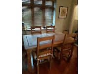 Pine dining table in great condition
