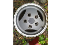 Range Rover Classic Three Spoke Alloy Wheels x4 7J x 16 also fit Discovery & Land Rover Defender