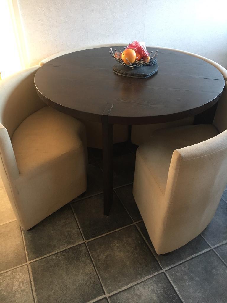Dwell Rotunda Table And Chairs