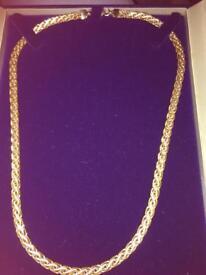 9ct Beaverbrooks 2 colour necklace