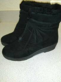 ROHDE, WATER PROOF, BLACK BOOTS, IN FAUX SUEDE, SIZE 39 WIDE FIT D