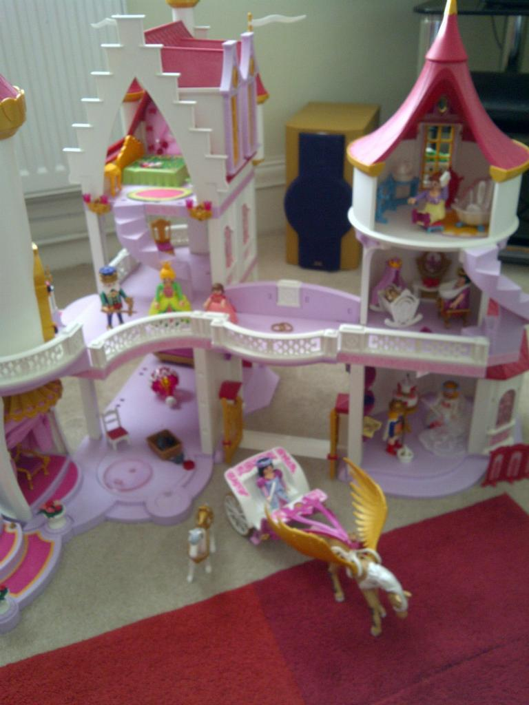 Playmobil princess fantasy castle 5142 with added for Playmobil princesse 5142