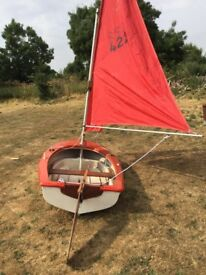 Dinghy with oars and full sailing rig complete