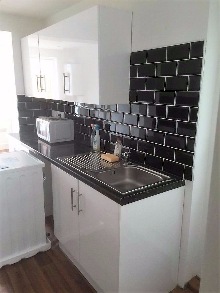 PROPERTY HUNTERS ARE PLEASED TO OFFER A 3/4 BED HOUSE TO RENT IN BARKING FOR £1850PCM!
