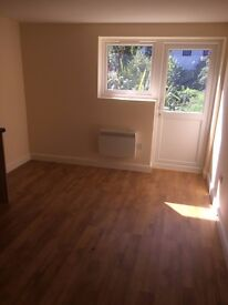 Studio to Let in Greenwich, Dss Welcome