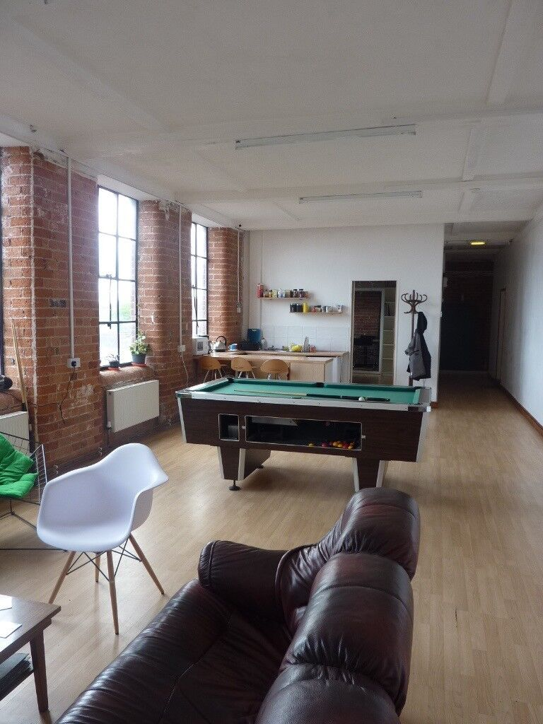 modern office space in thriving business suite in outstanding landmark building next to city centre